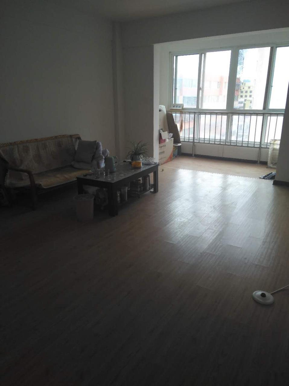 中央華府北門對面4室2廳2衛29萬元