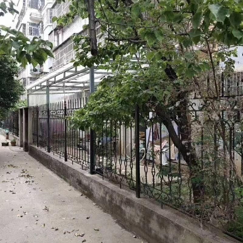 万和花园一楼带院3室2厅1卫77万元