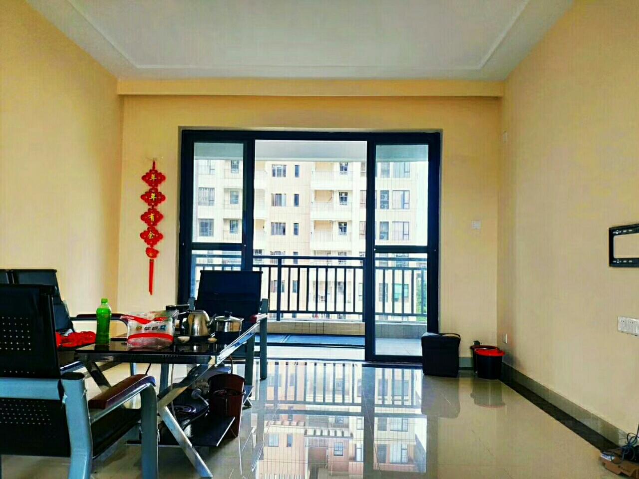 雅拉湖畔优质房3室2厅2卫72万元性价比高