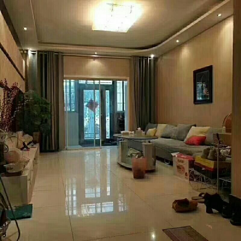 万和花园3室2厅1卫77万元一楼带院
