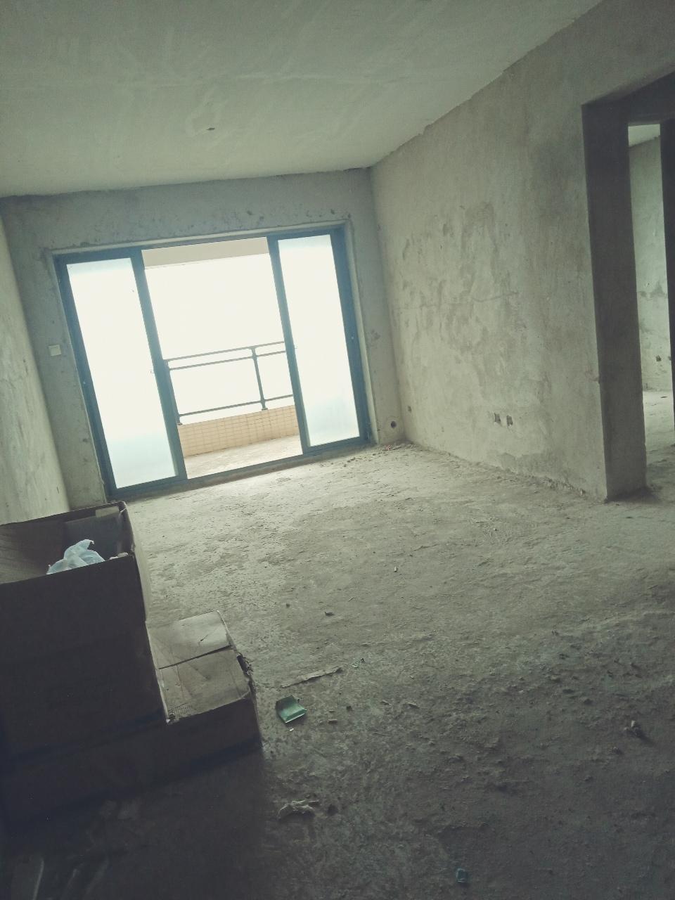 水岸名都3室2厅2卫79万元