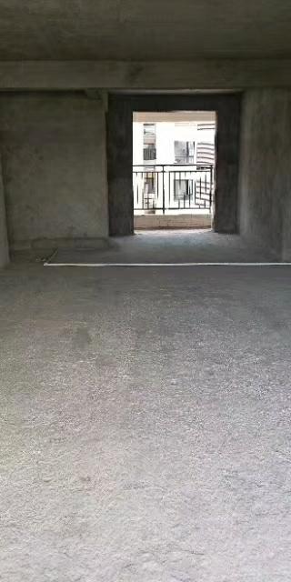 博大北苑电梯房3室2厅2卫141平米86万元
