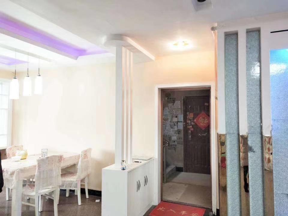 王婆大虾对面3室2厅1卫49万元