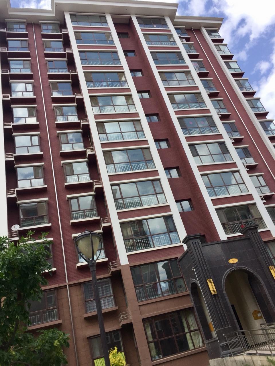 润景园3室2厅2卫132平米7楼65万元