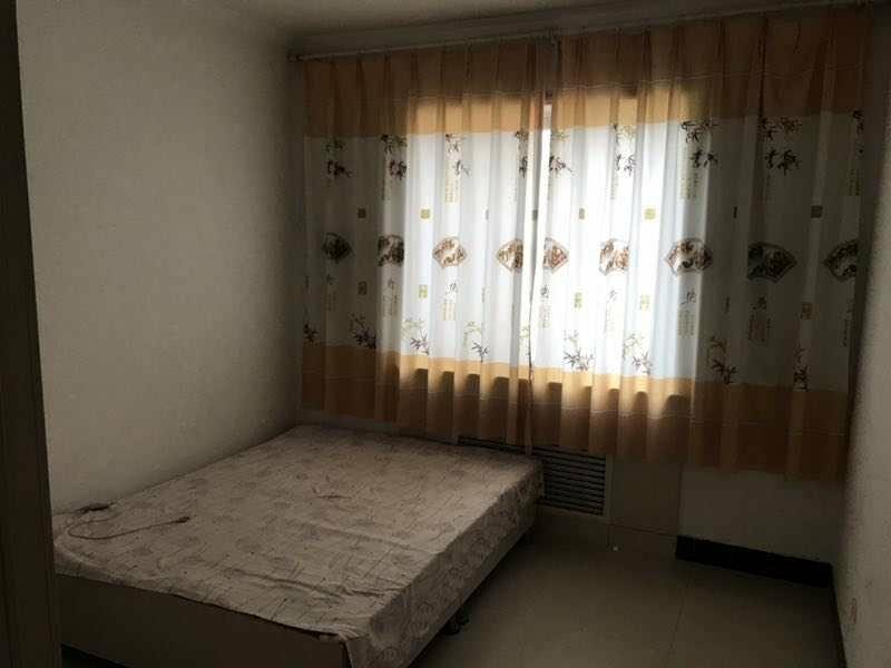 兴隆小区3室2厅2卫56万元二楼