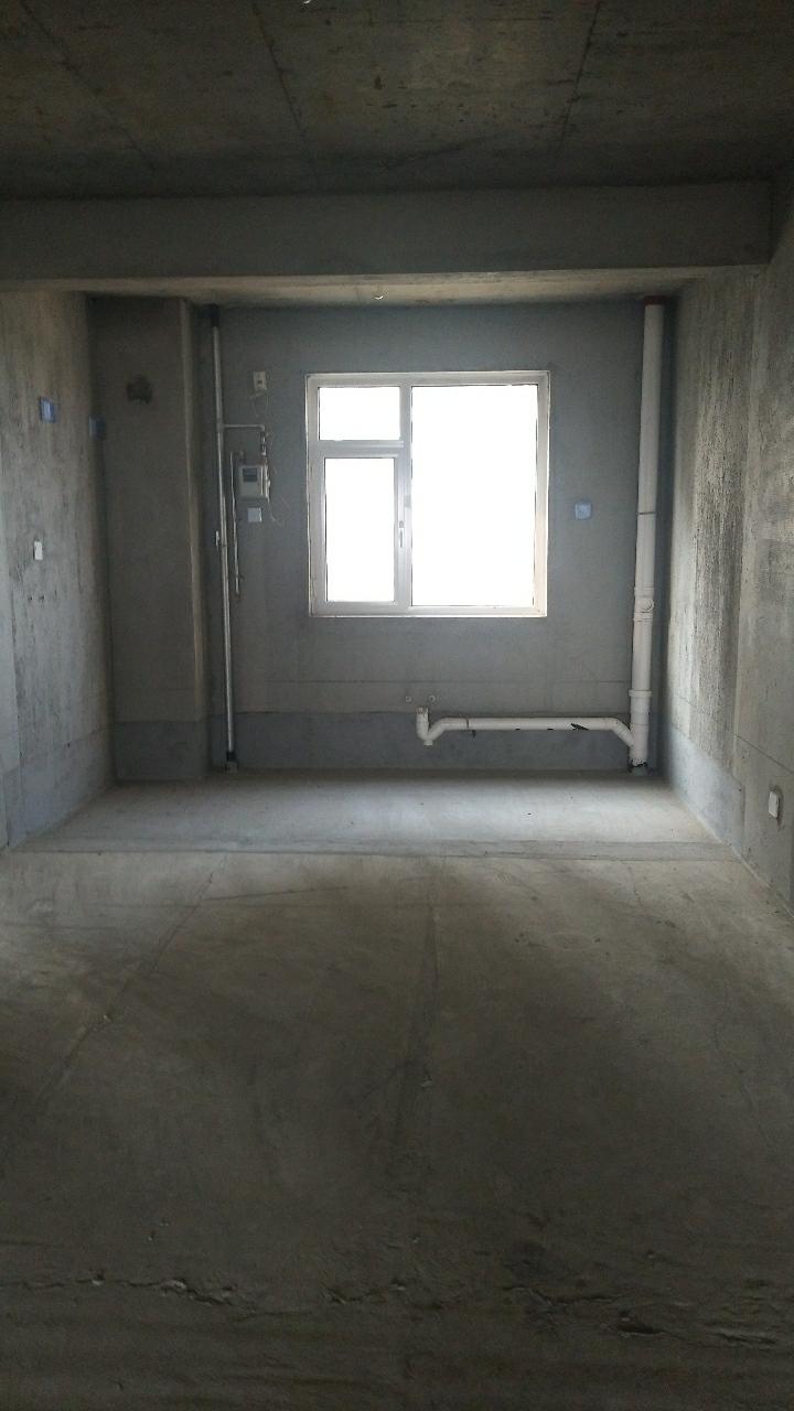 阳光华苑电梯7楼158平,带储藏室105万