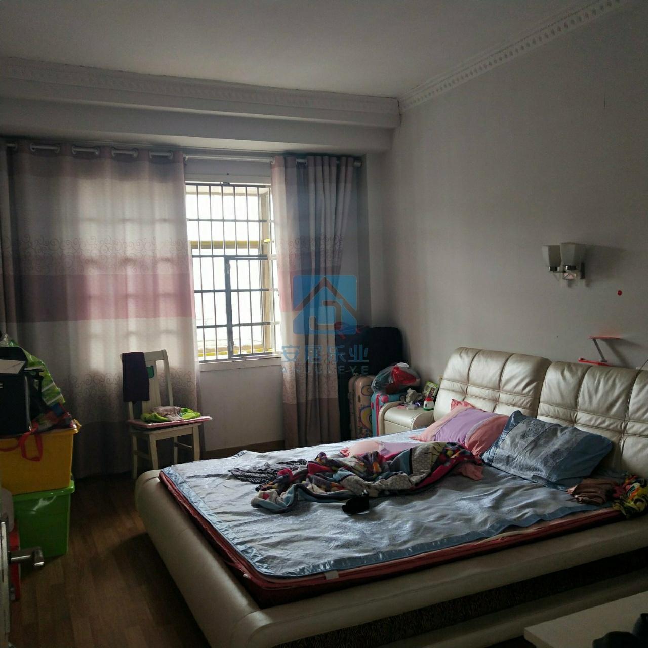 鸣山花园3室2厅1卫48万元