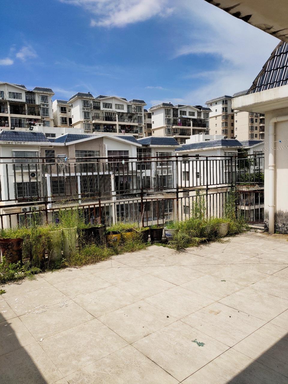 龙腾嘉园楼中楼出售6室3厅4卫114万元
