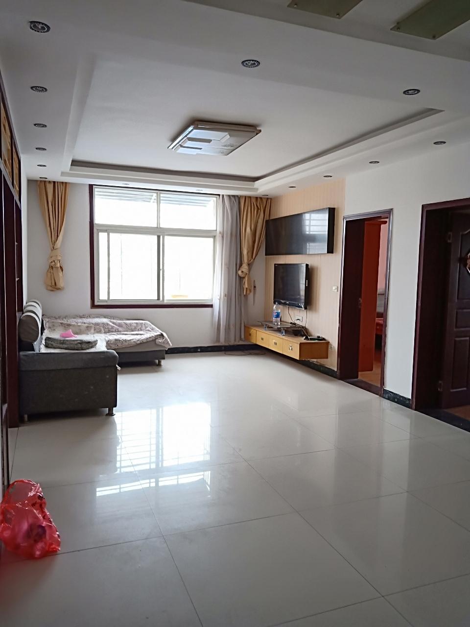 福鑫小区3室2厅2卫60万元