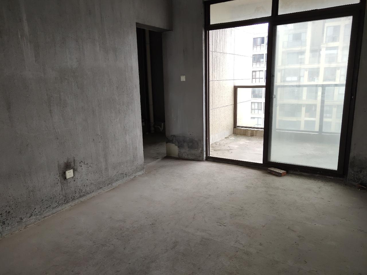 1026满2年溪西帝景边套4室2厅2卫158万元
