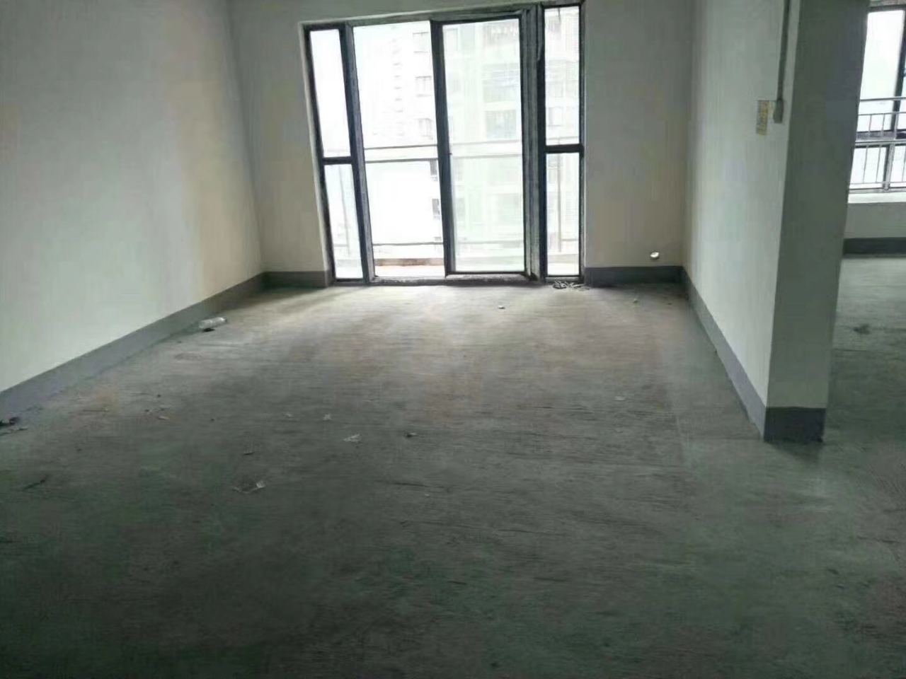 華章財富國際3室2廳2衛82.8萬元