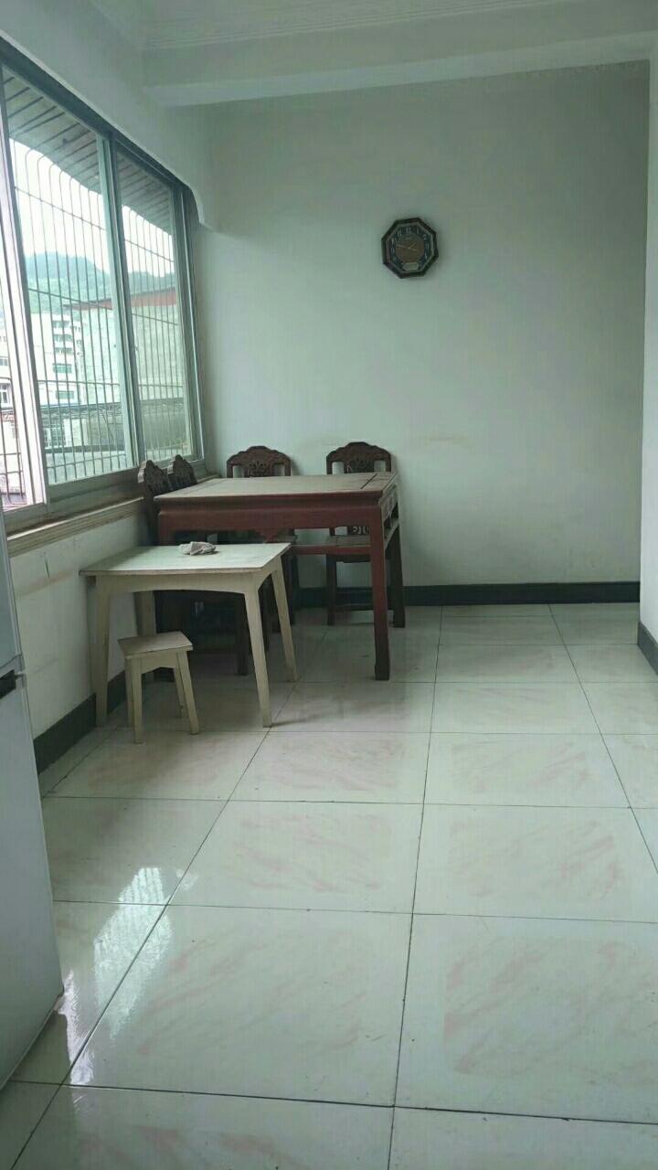 黔州宾馆附近87平米3室2厅1卫卖41.8万元