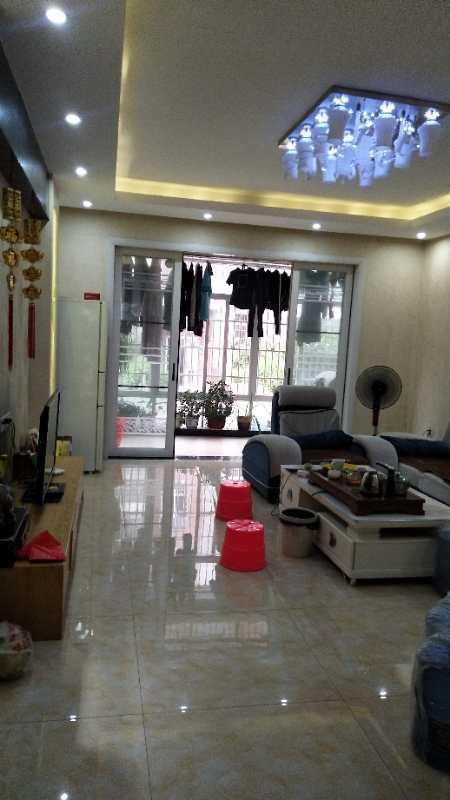 领秀江南3室2厅2卫86.8万元