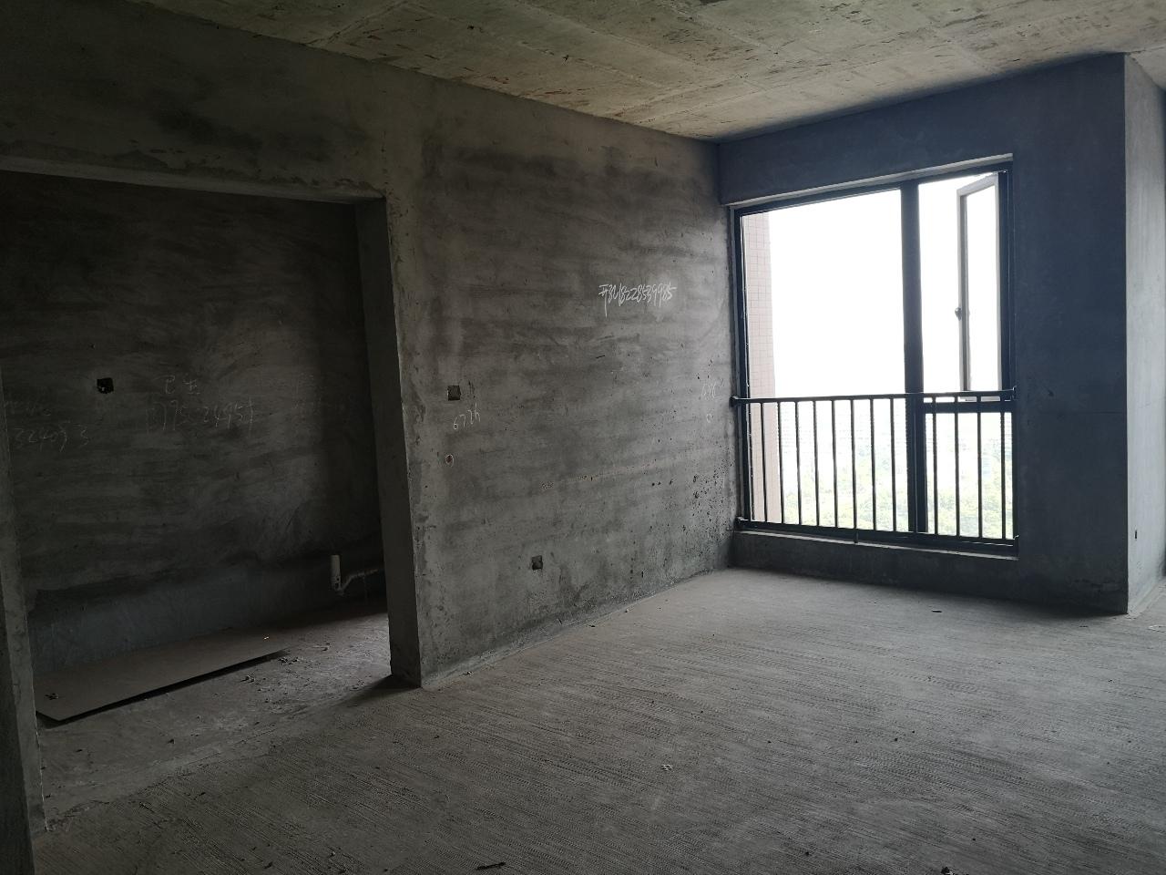 水体公园3室2厅2卫68万元