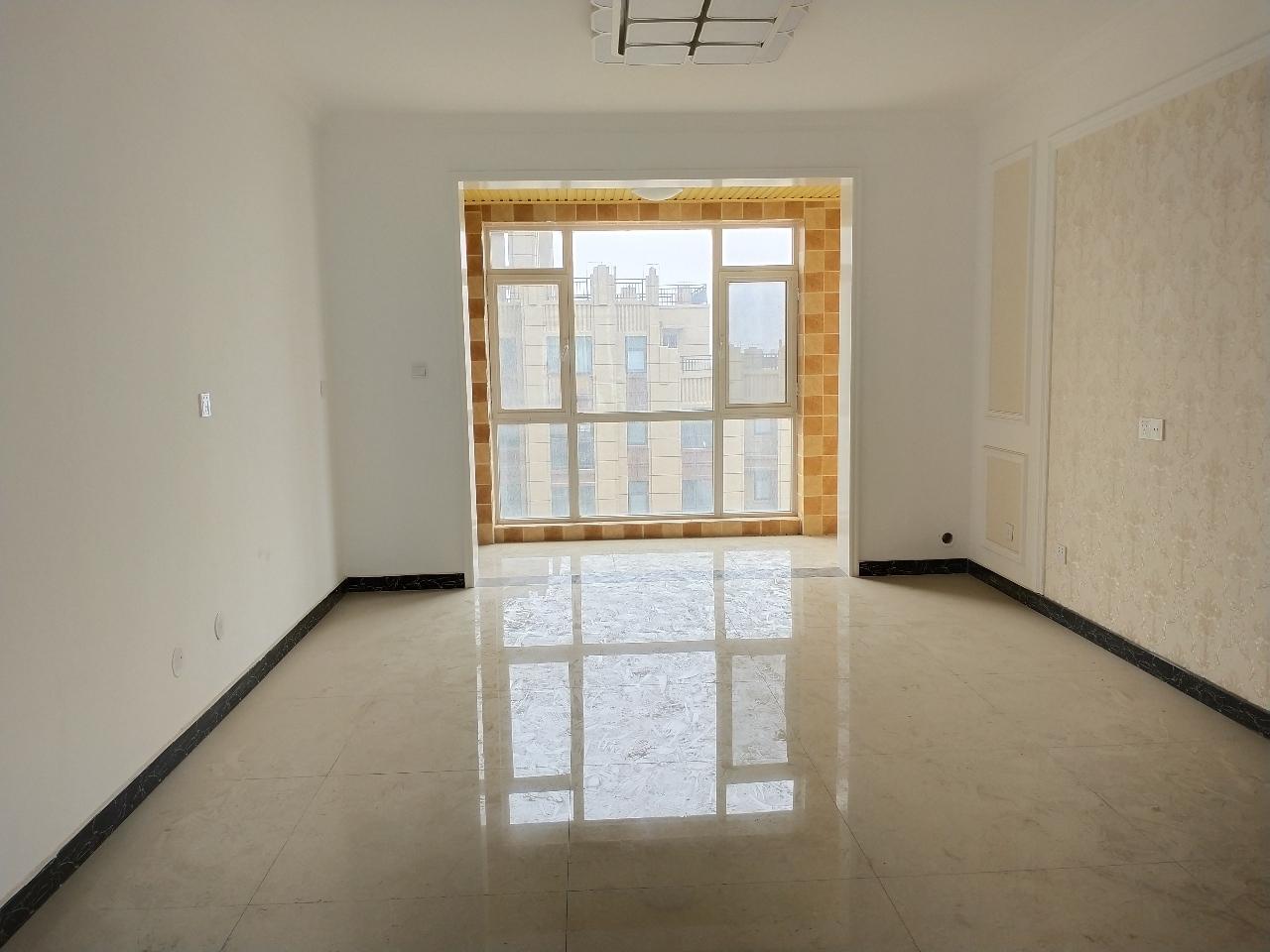建业壹号城邦3室2厅2卫新装未住税满2