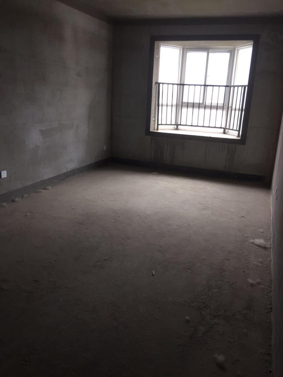 巴黎左岸楼王位置3室2厅2卫90万元