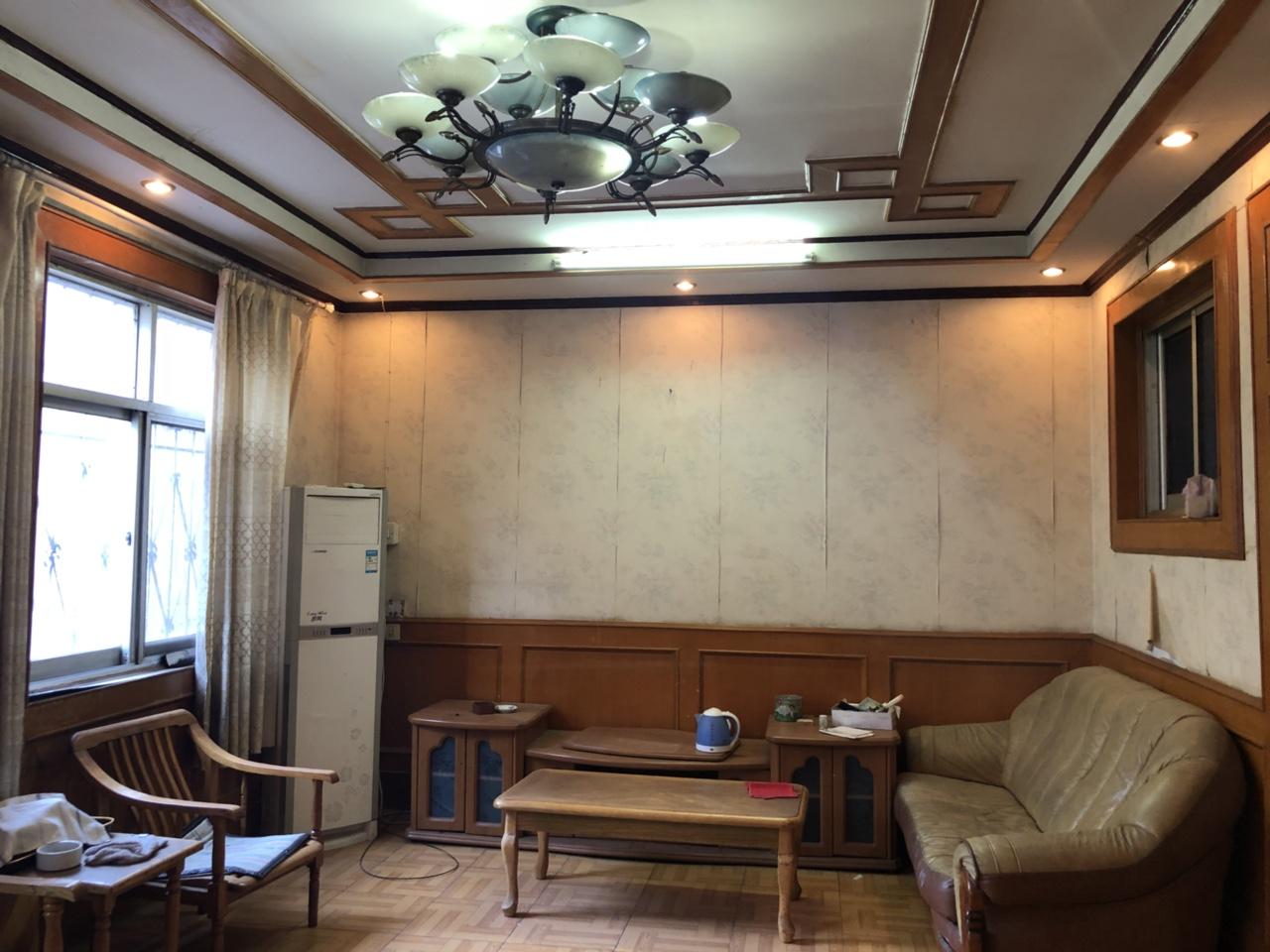 老絲織廠院內3室1廳1衛32萬元