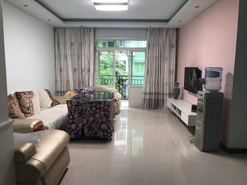 金龙花园精装房3室2厅2卫61.8万元