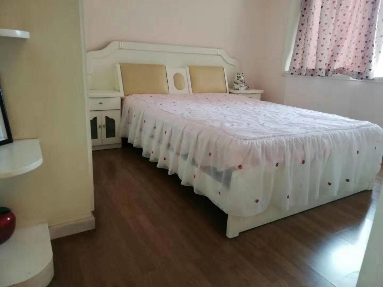 博宏大众家园4室2厅2卫160万元