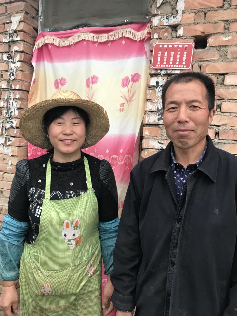 """清水""""草莓姐""""刘巧爱走红网络因其草莓物美价廉"""
