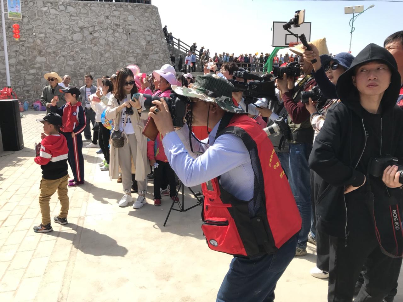 张家川在线受武山县委宣传部邀请参加龙台油菜花观光活动