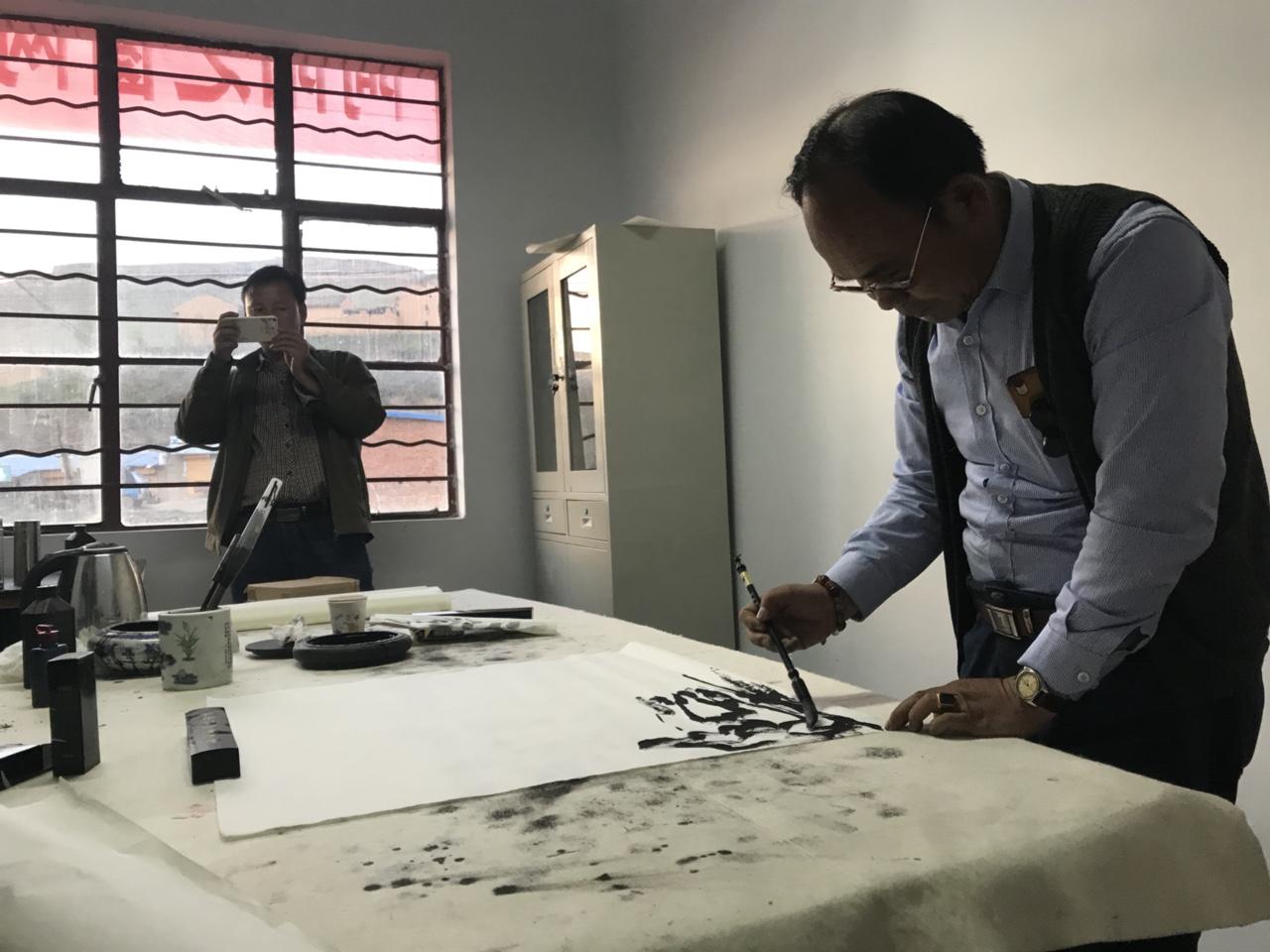 焦墨画家铁世义受邀在恭门文化站挥毫泼墨