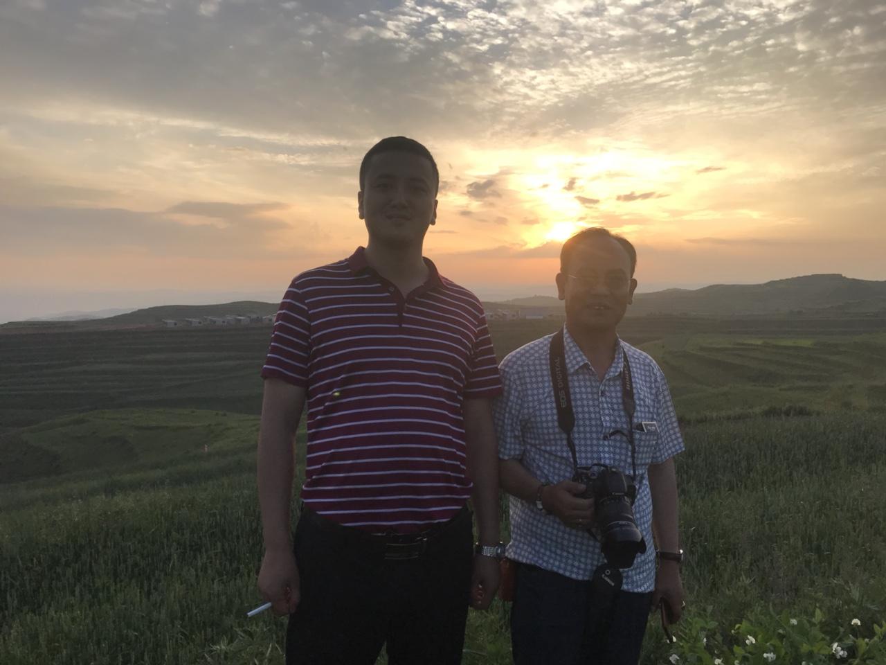 张家川80后青年党永珍辞掉年薪20万工作回家乡投资400万元发展中药材事业