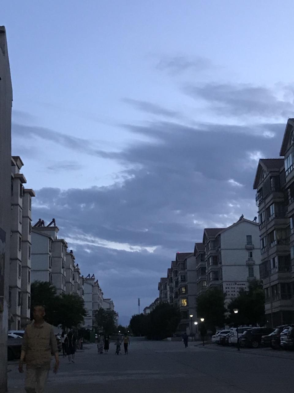 夜观天象,掐指一算。明天会有真命天子出现