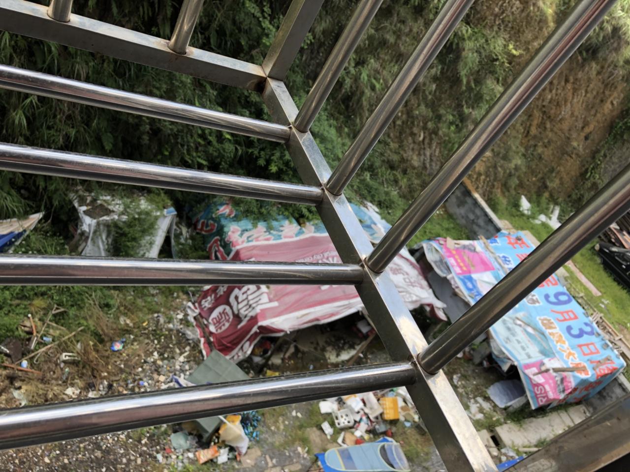 麻柳坝安置区�壤�圾成堆