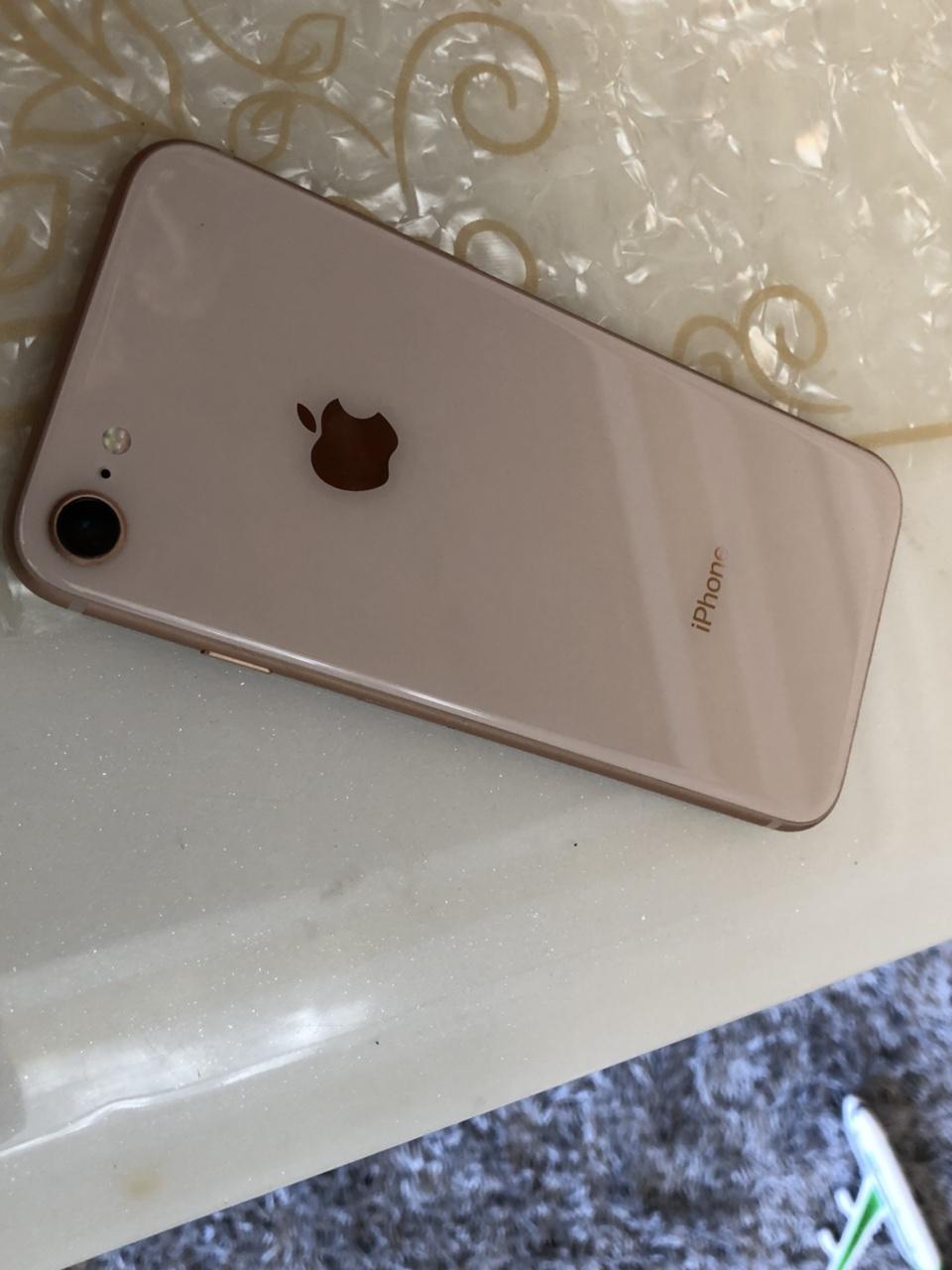 iPhone8 金色 64G  外观99新  无磕碰 保护的特别好,过保一个月 全网通