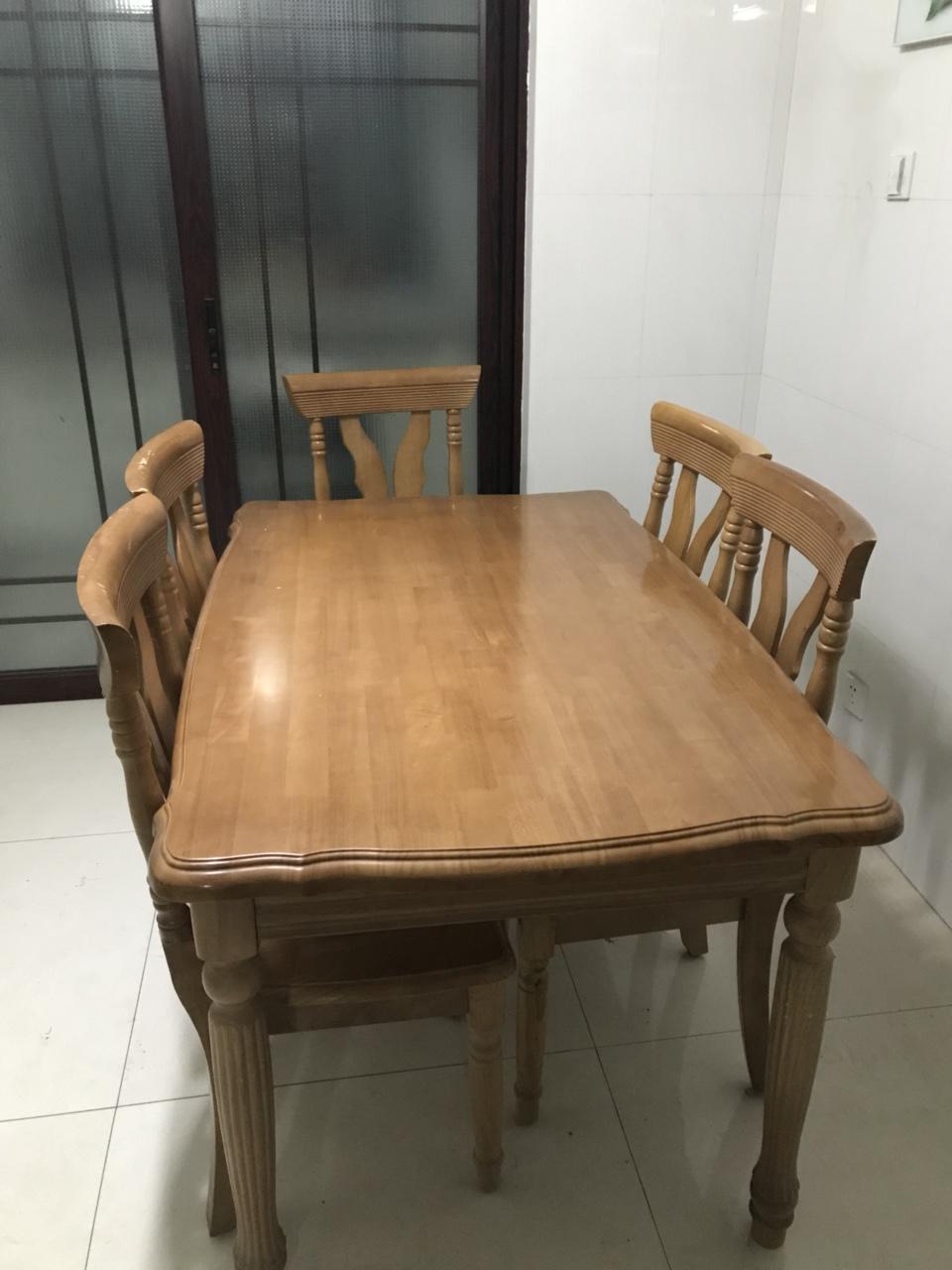换新家具了,自用餐桌800,茶几400,电视柜200处理