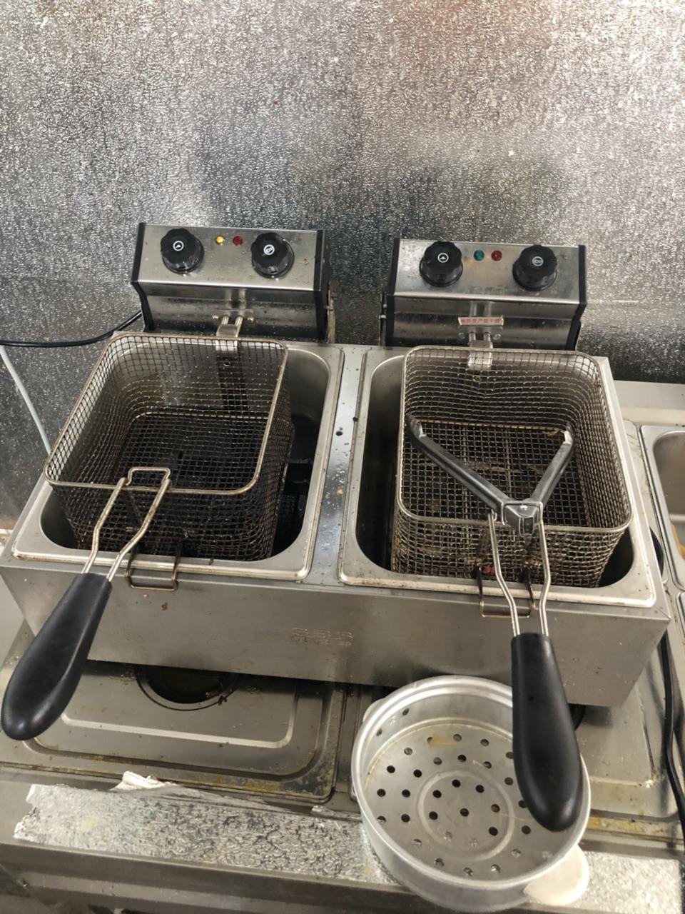 電炸鍋300。烤肉機500 低價出售