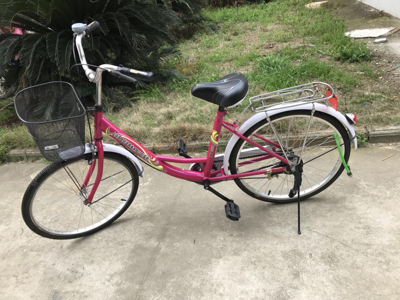 转卖自行车 2018年年底买的,骑了不到一个月,因为买了电动车就闲置了,硬件都是好的,车子已经洗干净...
