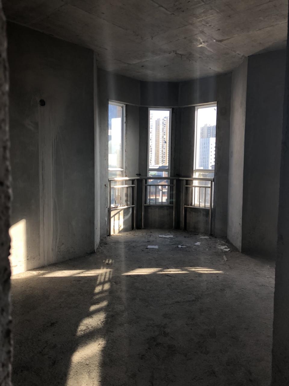 龙凤人家4室 2厅 2卫68.8万元