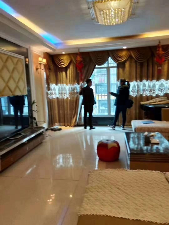 三转盘4室 2厅 2卫90万元