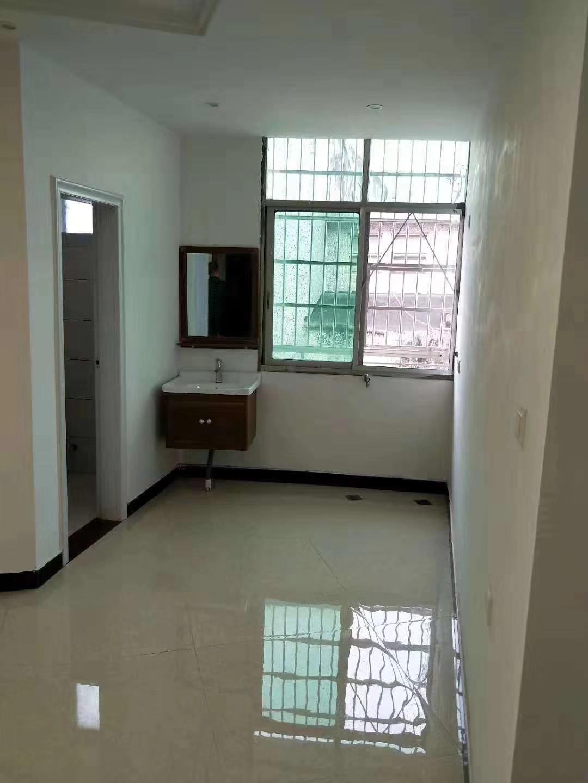 新華小學對面 新裝修3室 2廳 1衛58萬元