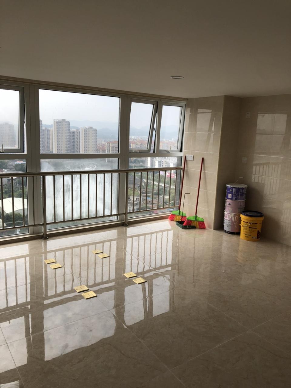 中央城精装写字楼2室 1厅 1卫2400元/月