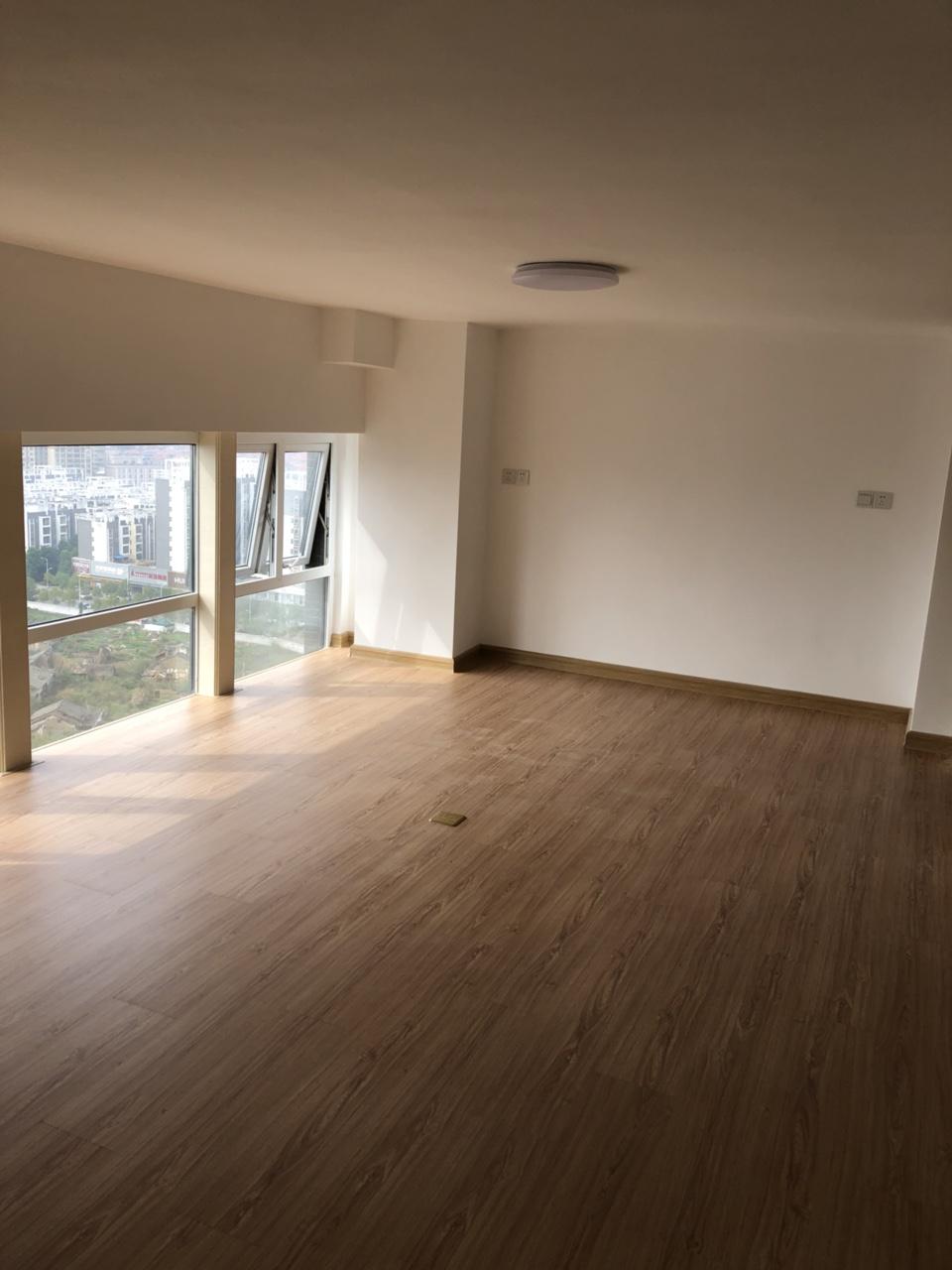 中央城高级写字楼2室 1厅 1卫2400元/月
