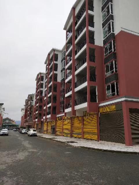 温泉小区安置房3室 2厅 2卫39.8万元