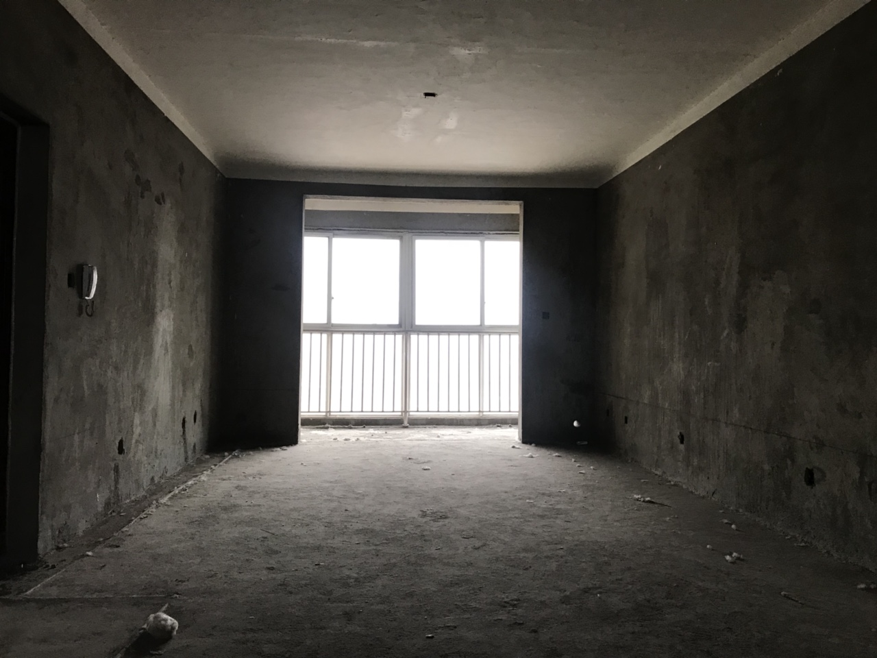 建业春天里3室 2厅 2卫95万元1楼带院