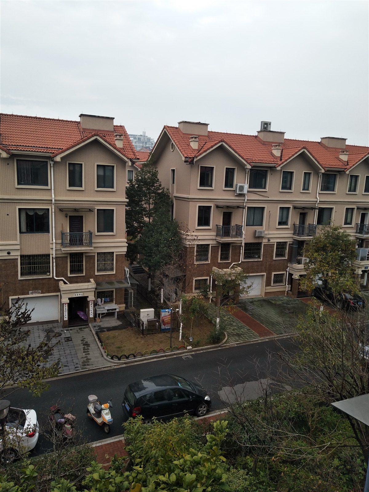 阳光新城排屋边套.总面积350平方高档装修拎包入住