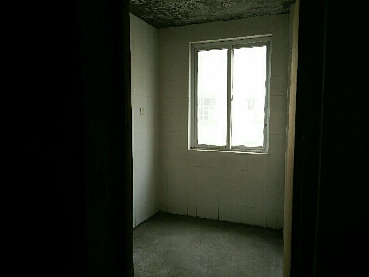 【出售】锦绣花园3室 2厅 2卫51万元
