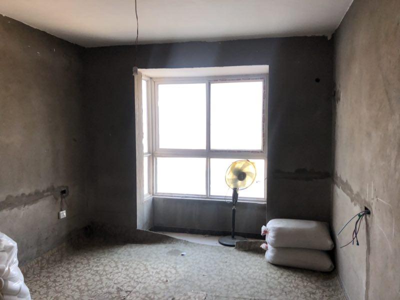 东方明珠3室 2厅 2卫65万元