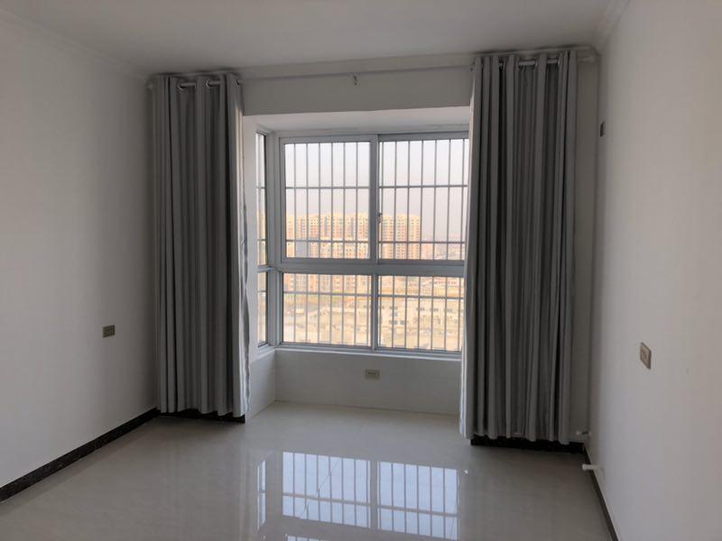 东方明珠3室 2厅 2卫80万元