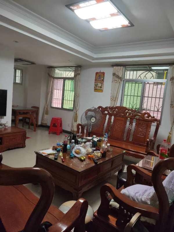 老隆港东江豪庭背后4室 2厅 2卫55万元