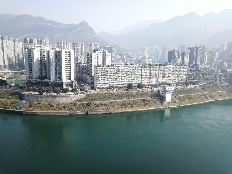 香江国际港湾正临江3室 2厅 2卫92.8万元