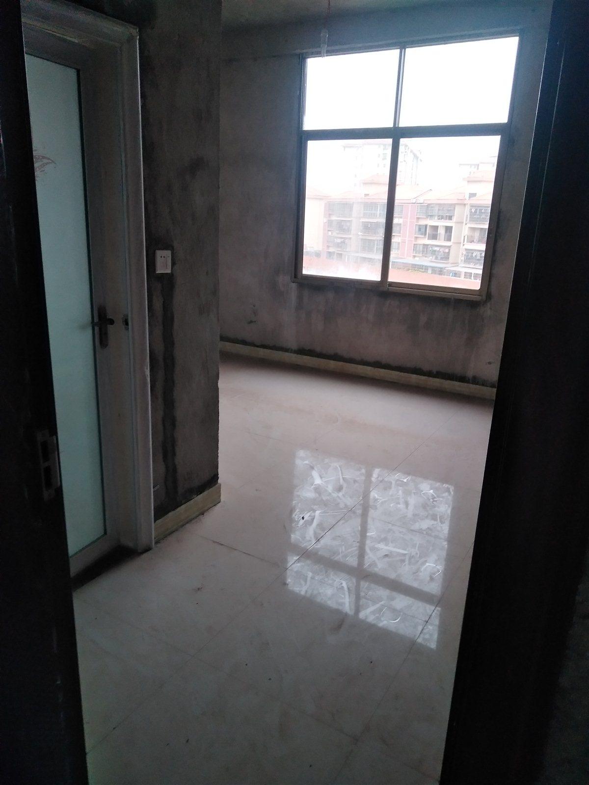 龙溪商街4室 2厅 2卫