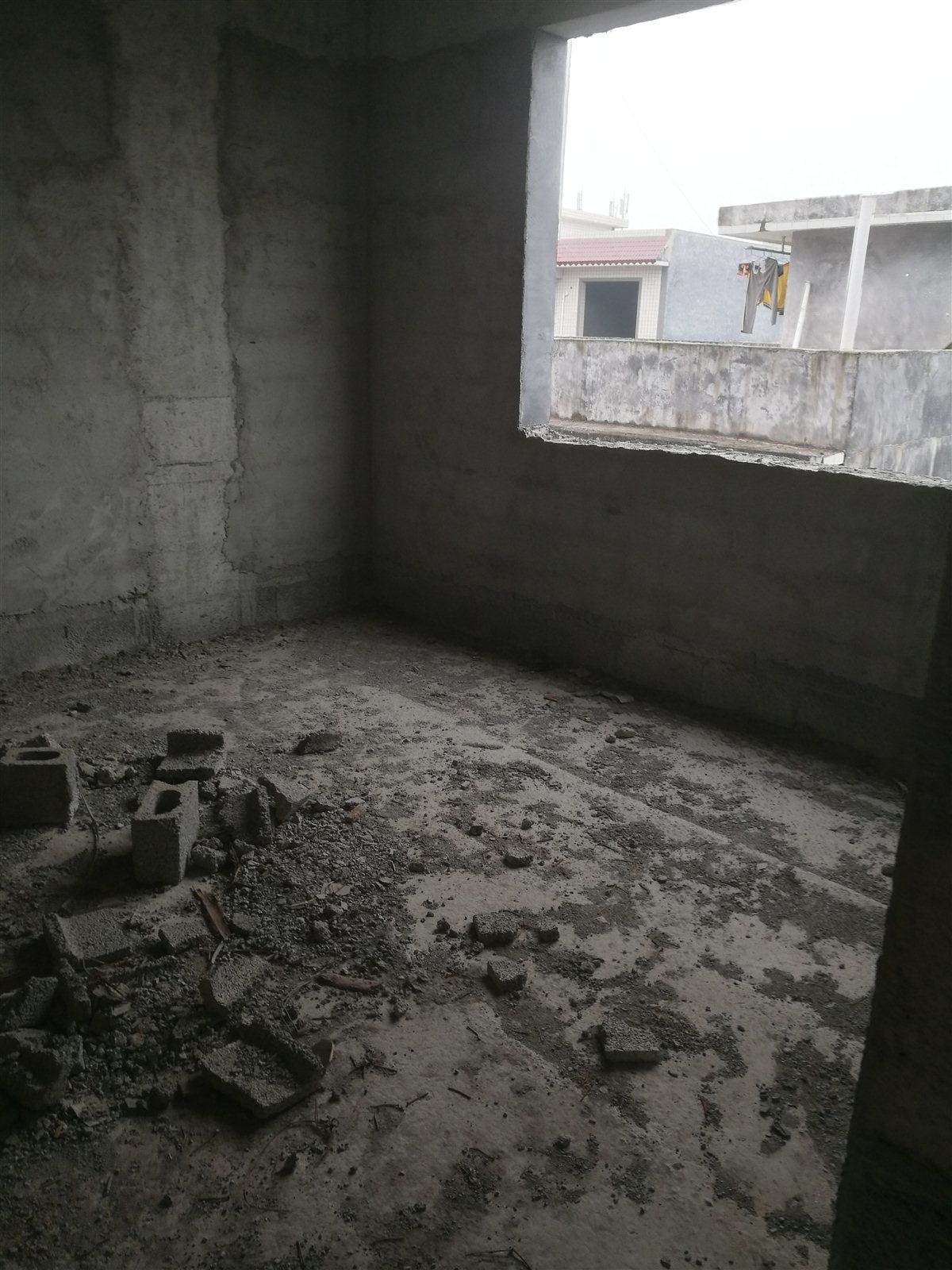 桂花树电梯房3室 2厅 2卫21.万元