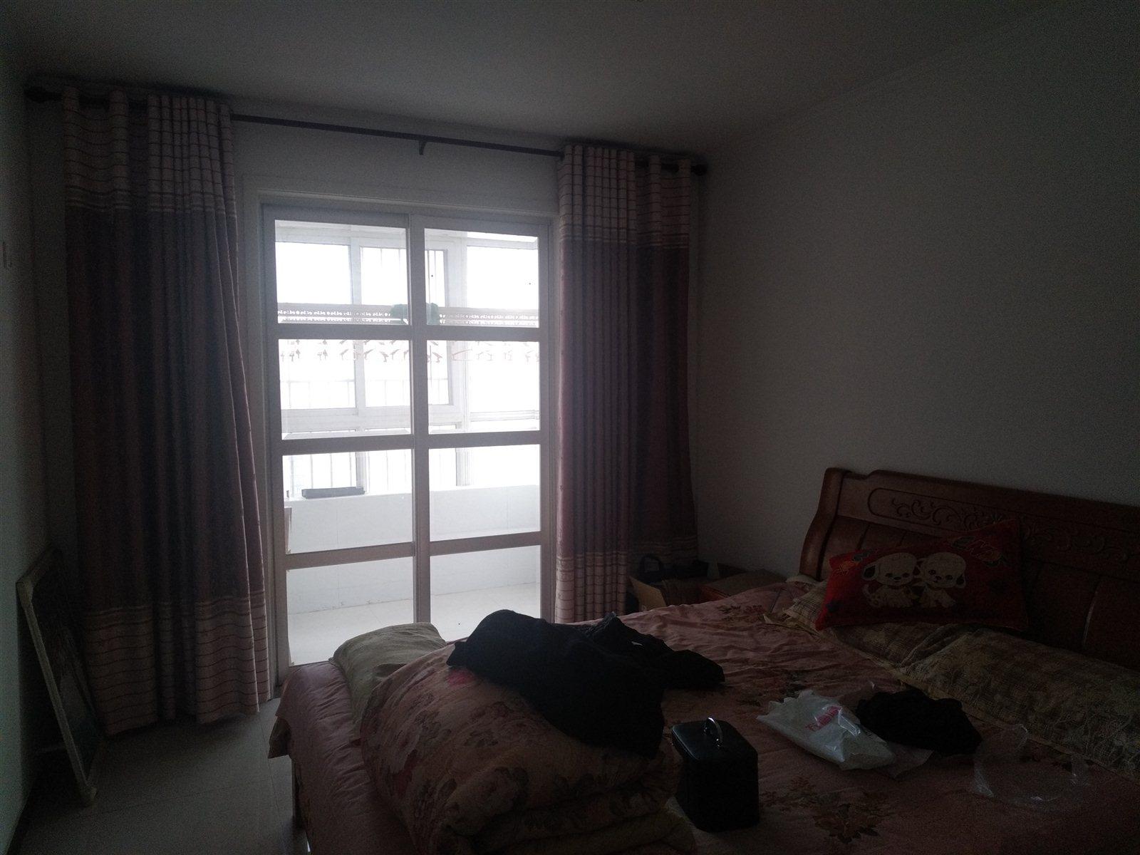 华艺郡府3室 2厅 2卫60万元