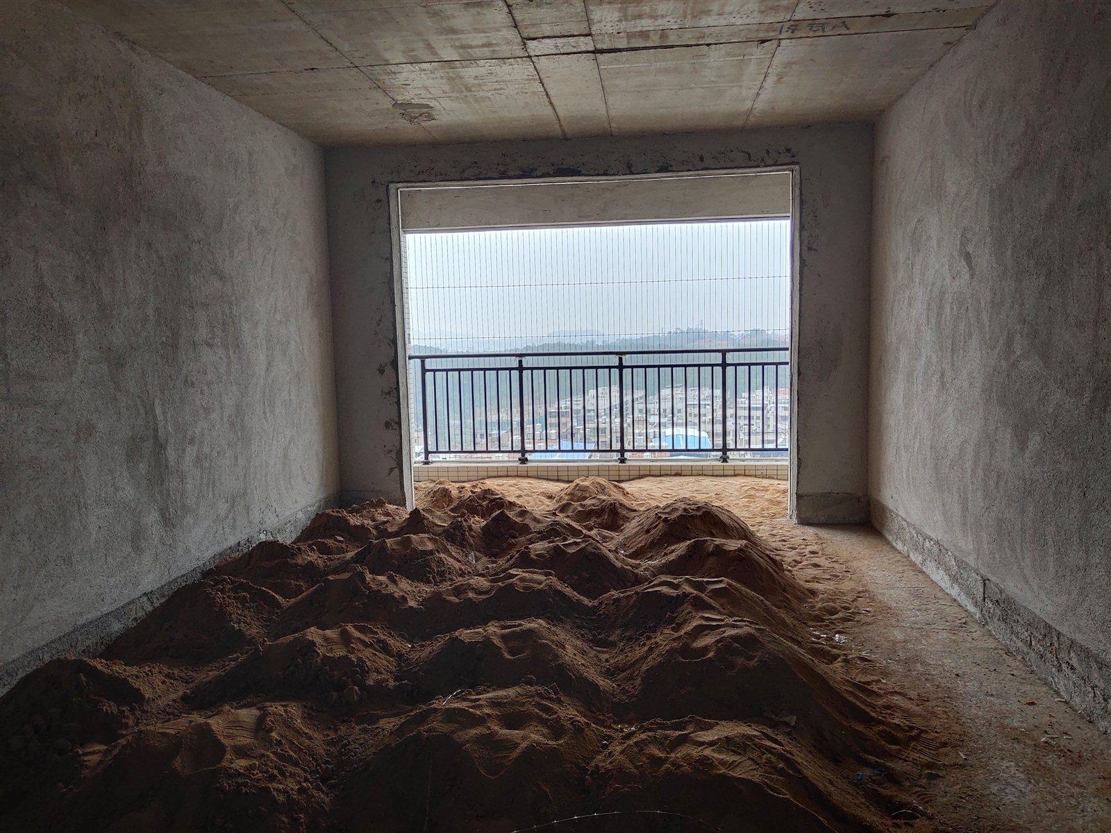兴隆大厦3室 2厅 2卫69万元